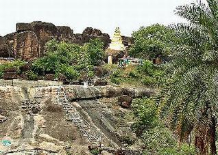 padaskshi temple